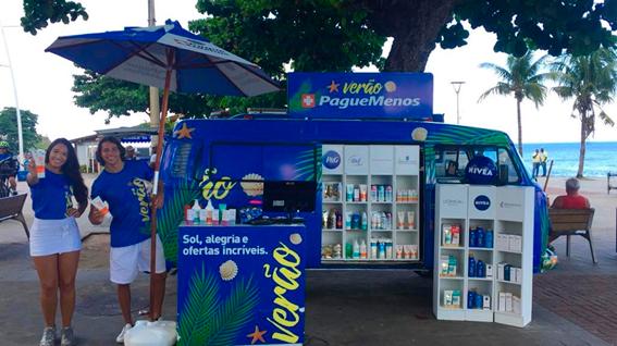 Pague Menos estaciona farmácia móvel em Stella Maris, em Salvador