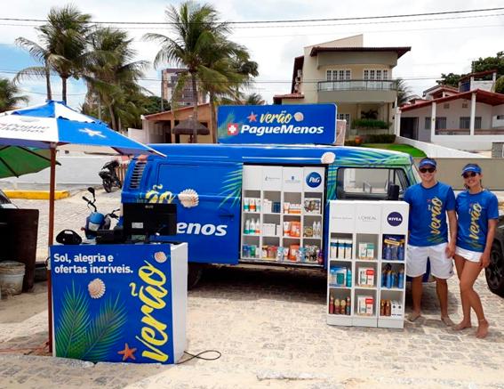 Pague Menos estaciona farmácia móvel na Praia de Pirangi, em Natal