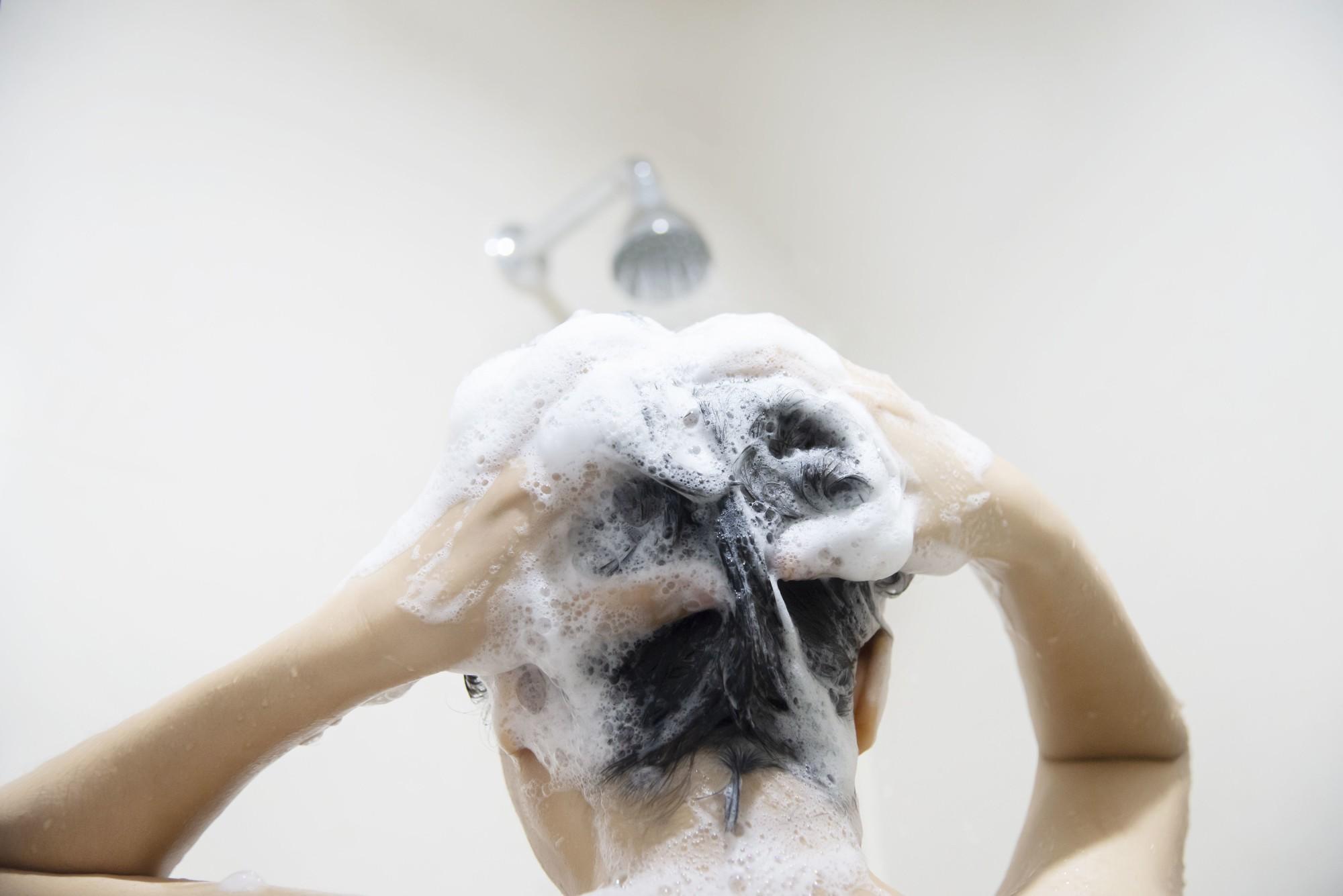 Passo a passo: como lavar o cabelo corretamente