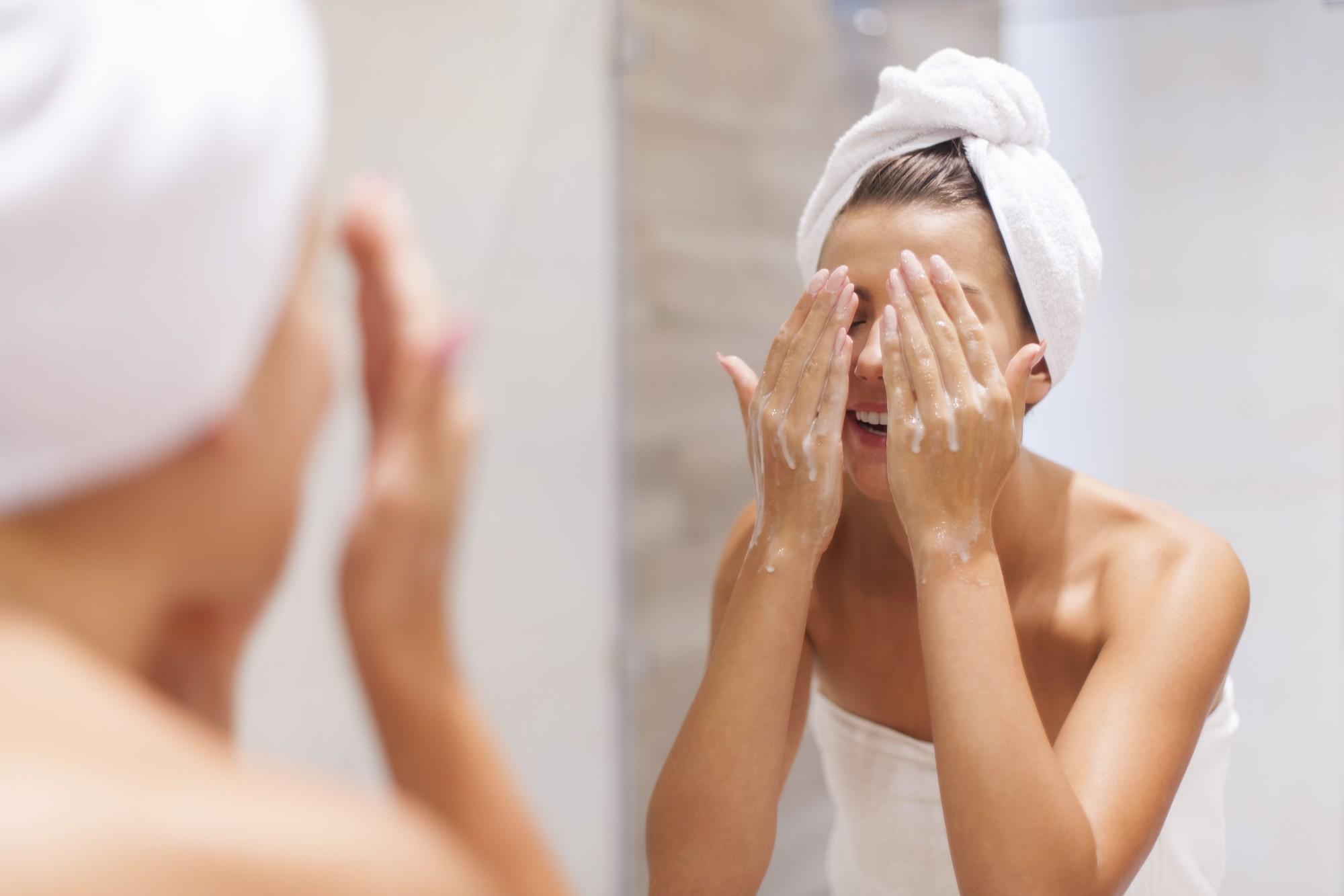 Cuidados com a pele: 8 hábitos diários para uma pele saudável